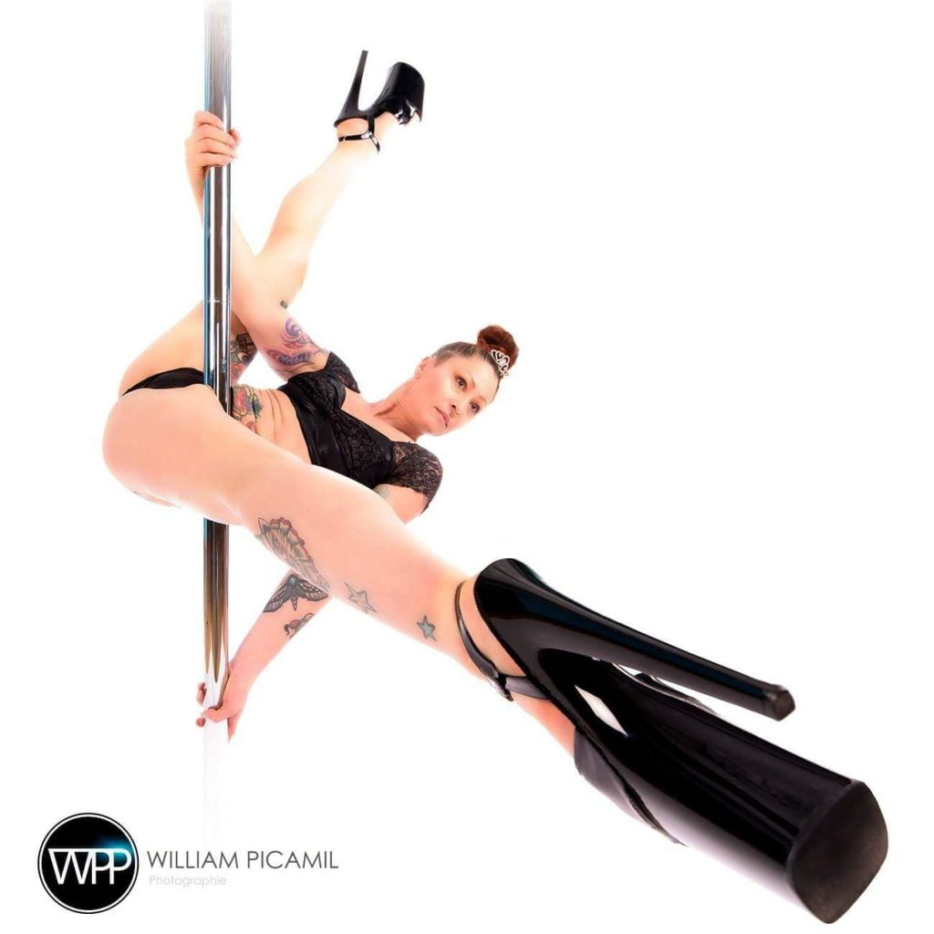 Julie, professeure d'exotic pole dance - Madame Polette Crédit photo : William Picamil