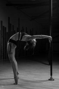 Cours de Pole Dance - Madame Polette